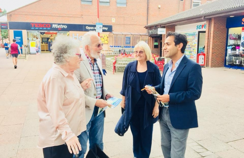 Rehman holds regular MP street surgery in Rainham Shops